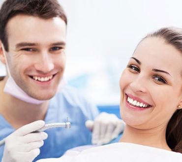 כללי ברזל בבחירת רופא שיניים מומחה בהשתלות שיניים